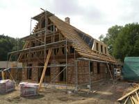 Neubau eines fachwerkhauses mit reetdach und wärmepumpe in ladbergen