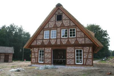 neubau eines fachwerkhauses mit reetdach und w rmepumpe in ladbergen nz bau in lengerich